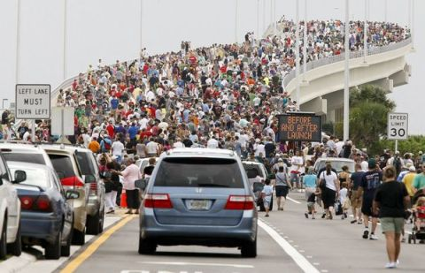 Crowds gather en masse for the final flight of the space shuttle--Now, imagine each and every one of them in full Browncoat attire...