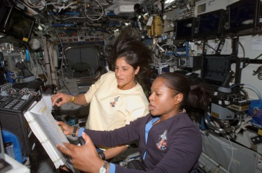 astronauts_joan_higginbotham_28sts-11629_and_sunita_williams_28expedition_1429_on_the_international_space_station