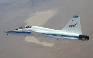T-38_in_flight_over_Dry_Lake